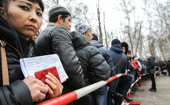 Очередь в Единый миграционный центр  Московской области