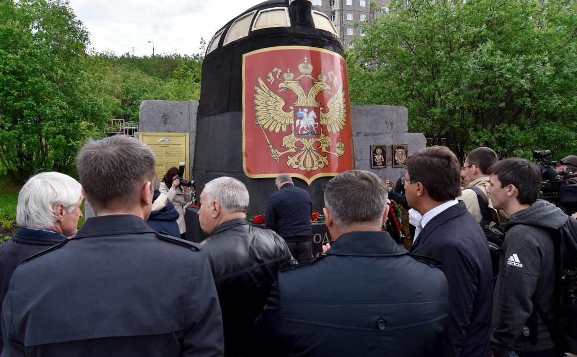 Траурное мероприятие в память о погибших моряках-подводниках в Мурманске