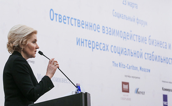 Вице-премьер РФ Ольга Голодец выступает насоциальном форуме «Ответственное взаимодействие бизнеса ивласти винтересахсоциальной стабильности» врамках Недели российского бизнеса-2016вМоскве