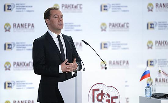 Премьер-министр РФ Дмитрий Медведев наГайдаровскомфоруме