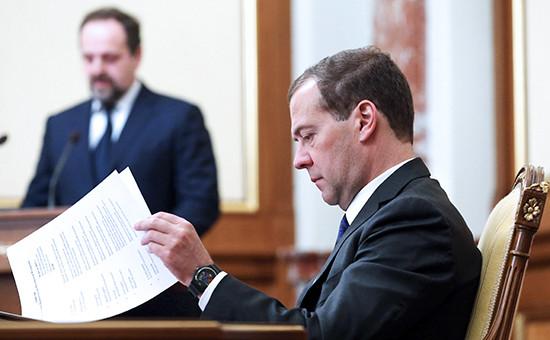Премьер-министр РФ Дмитрий Медведев на заседании правительства. Архивное фото