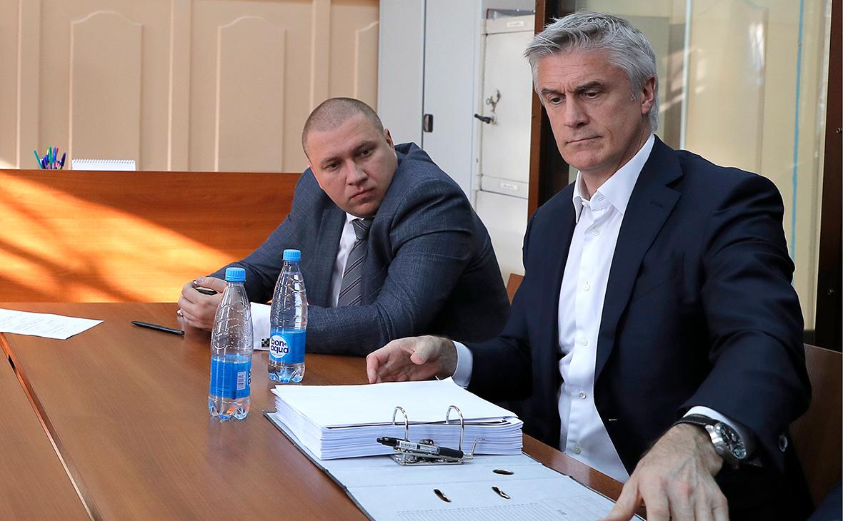 «Восточный» попросил арестовать долю Baring Vostok в банке