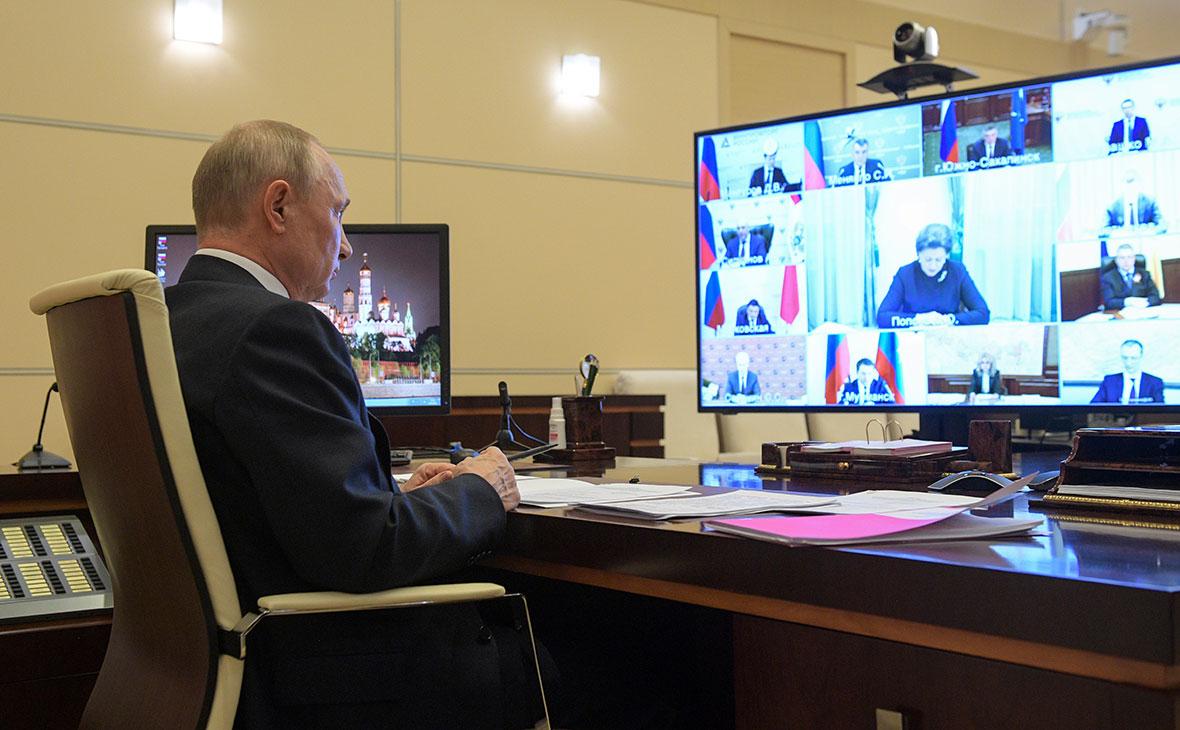 Владимир Путин во время совещания по вопросу о санитарно-эпидемиологической обстановке в РФ