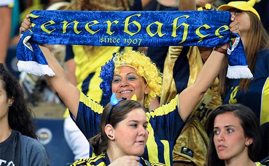 Болельщики турецкого футбольного клуба «Фенербахче»