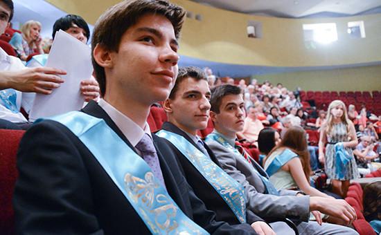 Выпускники донецкой школы на Последнем звонке. Фото 2014 года
