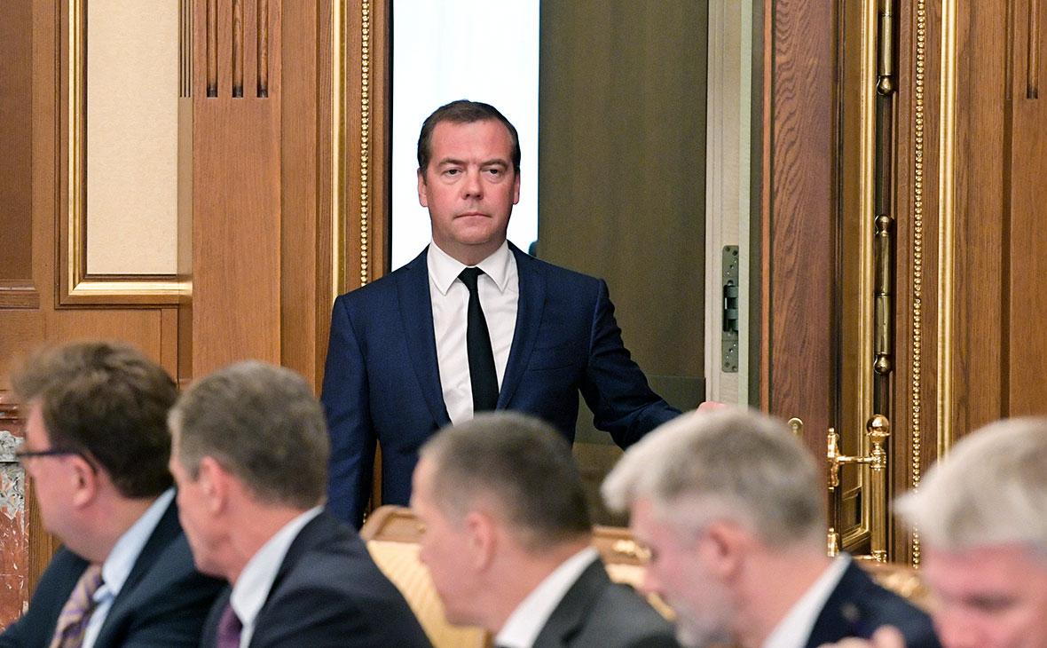 Thủ tướng Dmitry Medvedev tuyên bố từ nhiệm chính phủ