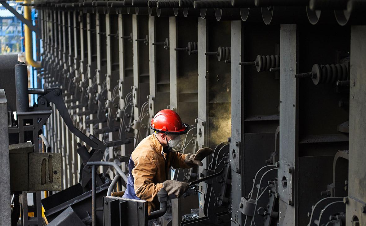 Череповецкий металлургический комбинат, входит в состав компании «Северсталь»