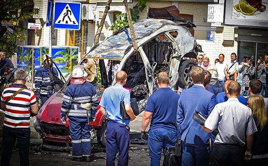 На месте взрыва автомобиля, за рулем которого находился Павел Шеремет. 20 июля 2016 года