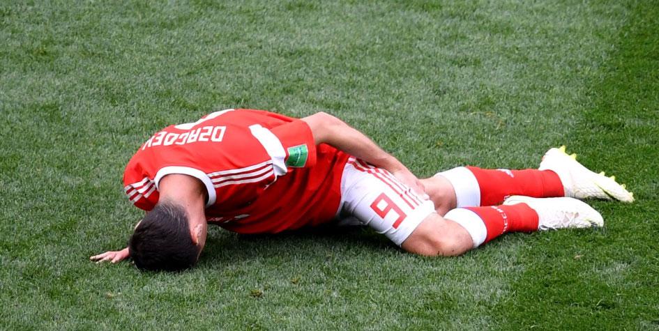 Дзагоев получил травму и покинул поле в первом матче чемпионата мира