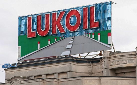 РекламаЛУКОЙЛа на одном из зданий в Бухаресте, Румыния. Архивное фото