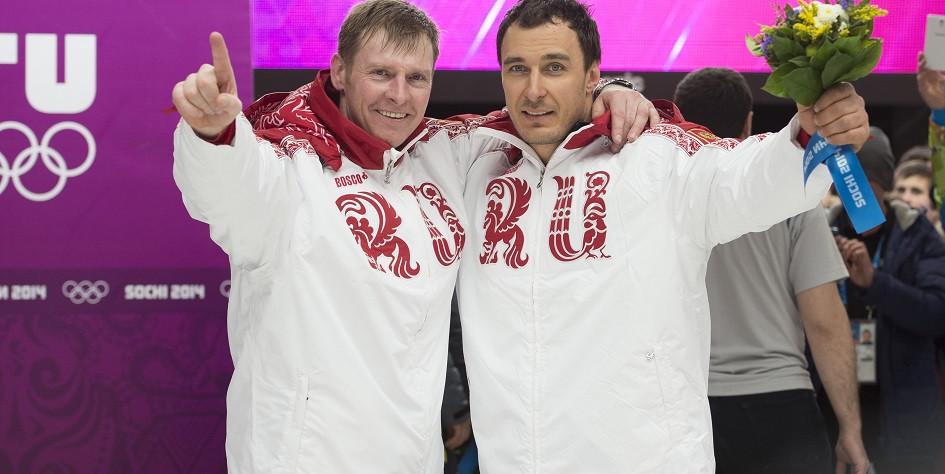 Победители соревнований по бобслею в двойках на Олимпиаде 2014 года в Сочи Александр Зубков и Алексей Воевода (слева направо)