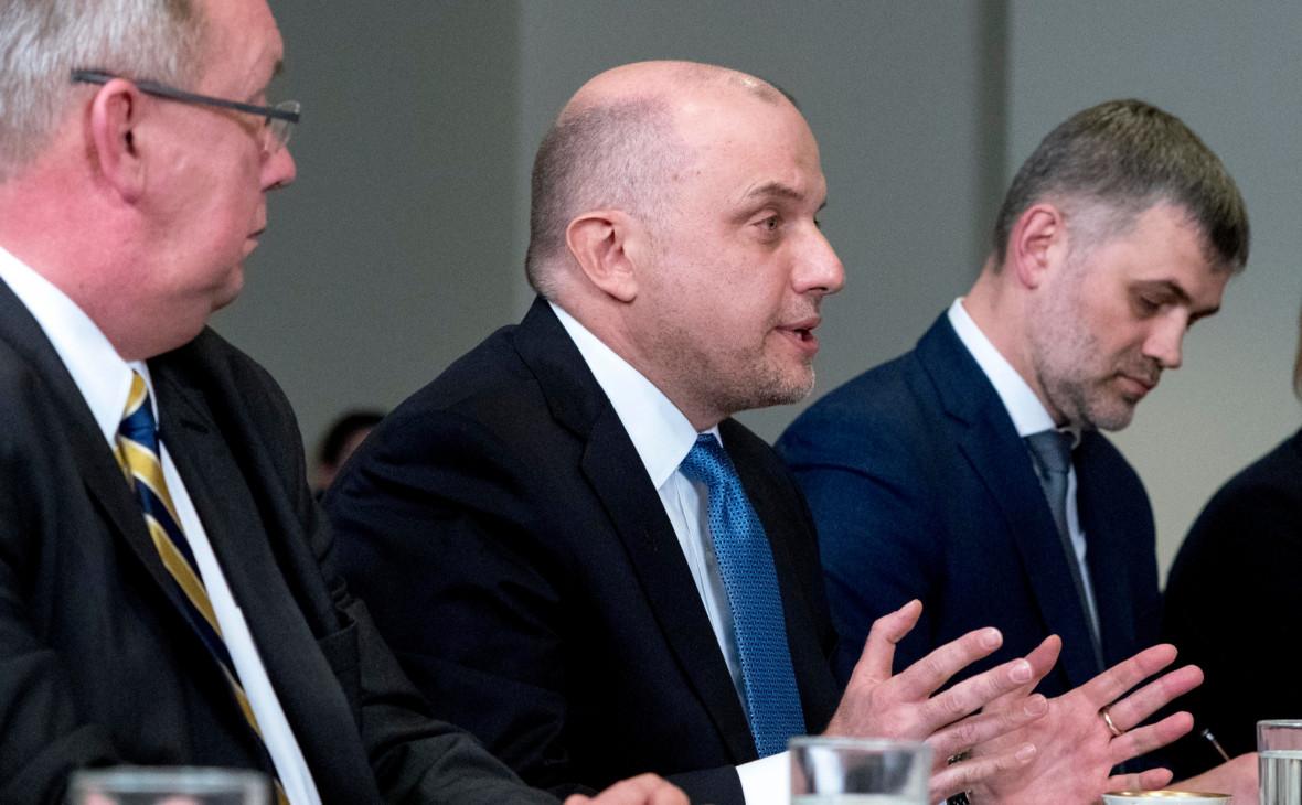 Юри Луйк (в центре)