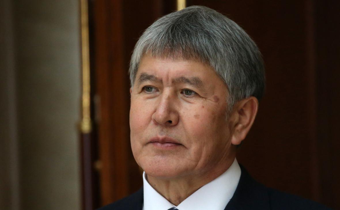 Атамбаев обвинил силовиков в расстреле мирных людей во время штурма дома