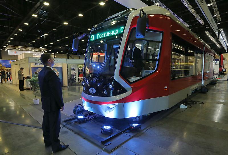 Презентация нового трамвая на транспортной выставкеСеверо-Запада SmartTRANSPORT 2016