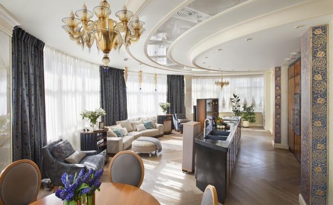 Круглая гостиная способна совместить функции столовой и домашнего кинотеатра