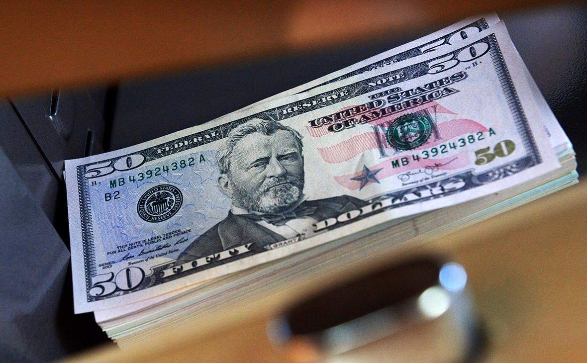 Минфин и ЦБ вернутся на валютный рынок с закупками на 266 млрд руб.