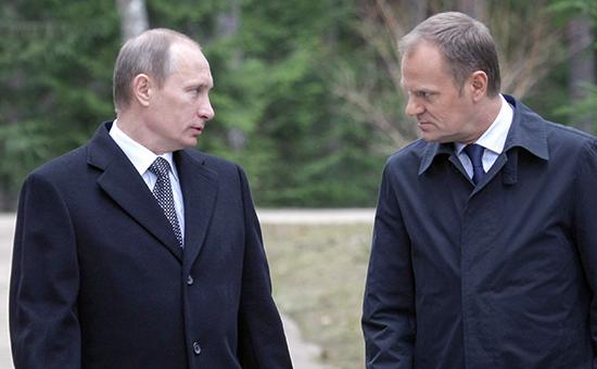 Владимир Путин (слева) и премьер-министр Польши Дональд Туск. 7 апреля 2010 года
