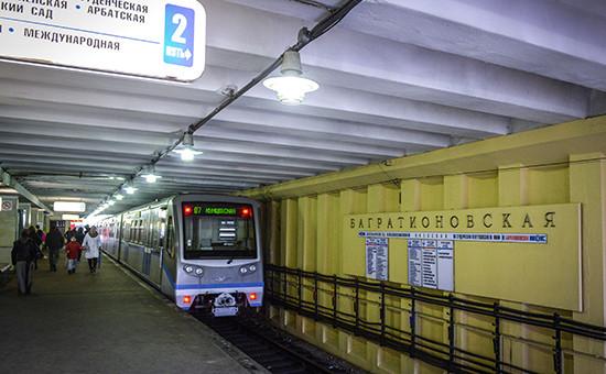 Поезд у платформы настанции метро «Багратионовская», 2015 год