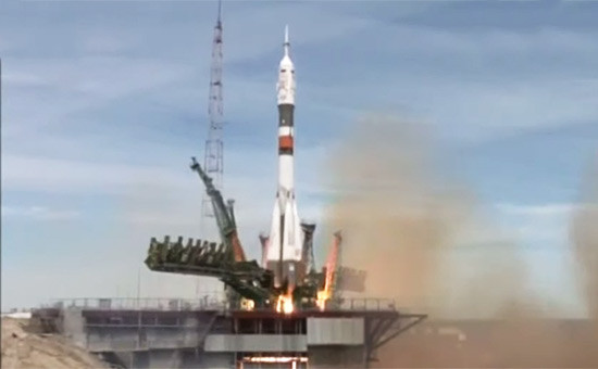 Ракета-носитель «Союз-ФГ» смодифицированным пилотируемым кораблем «Союз МС-04» вовремя старта скосмодрома Байконур