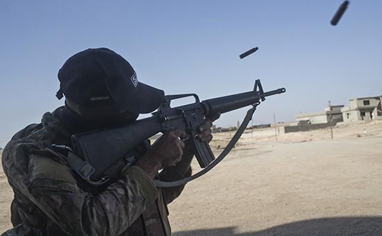 Cолдат иракской армии во время наземной операции по освобождению Мосула от боевиков