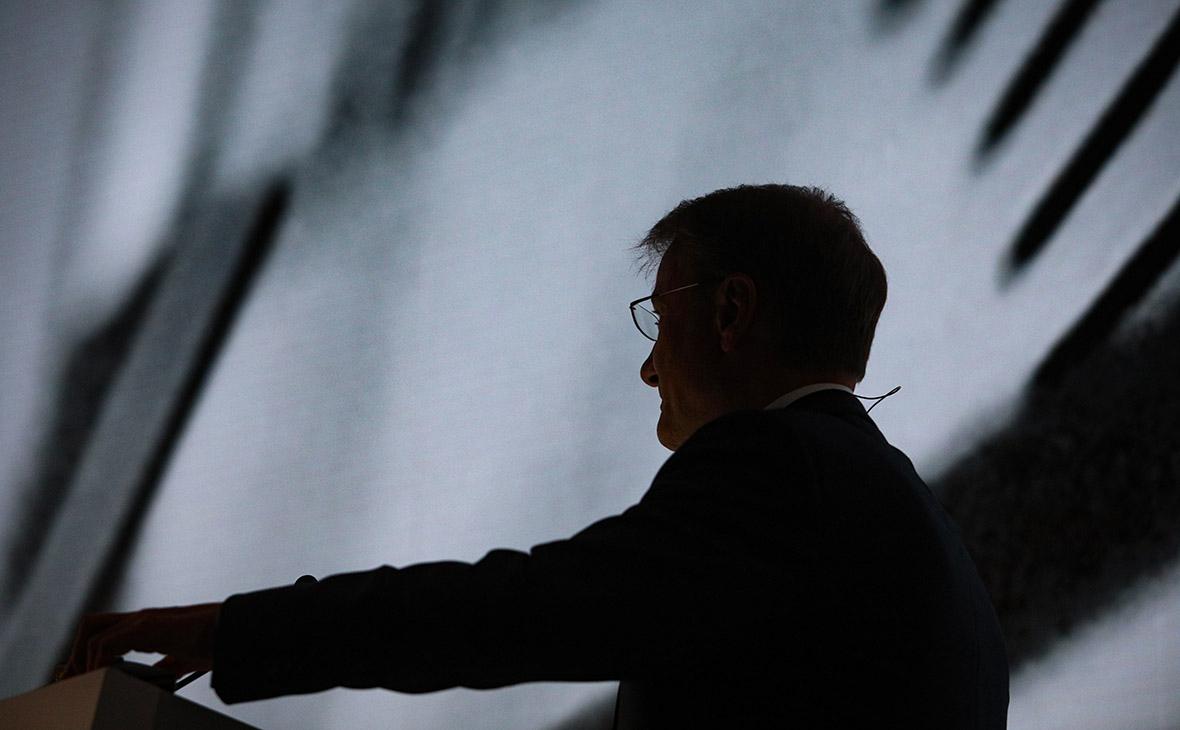 Греф попросил дать крупнейшим банкам право на выдачу электронных подписей