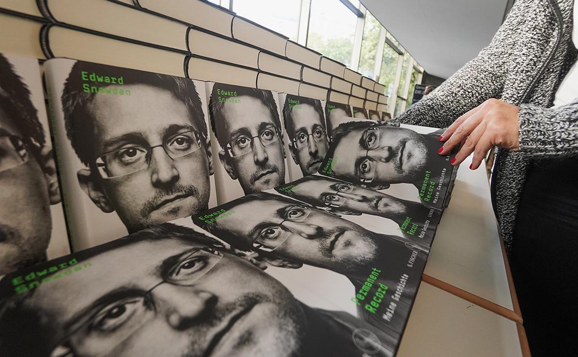 Книга мемуаров Эдварда Сноудена