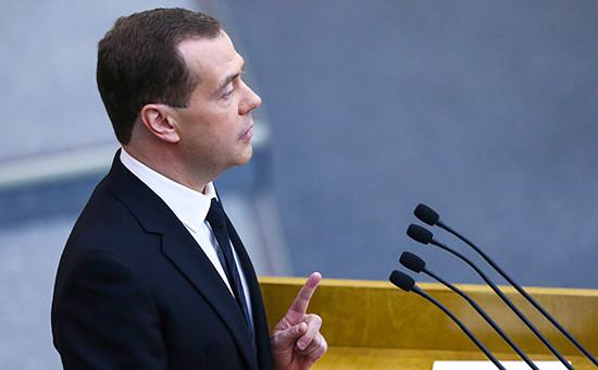 Премьер-министр РФ Дмитрий Медведев на пленарном заседании Госдумы РФ во время выступления с отчетом о результатах деятельности правительства РФ за 2015 год