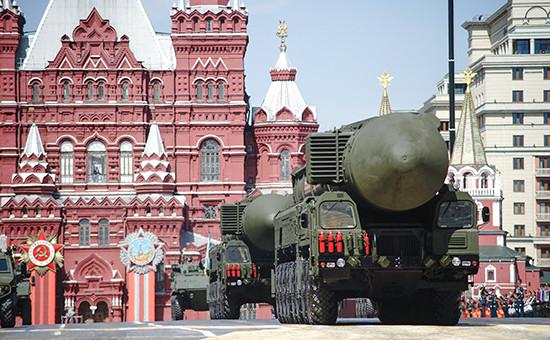 Пусковая установка подвижного ракетного комплекса «Тополь-М» навоенном параде наКрасной площади