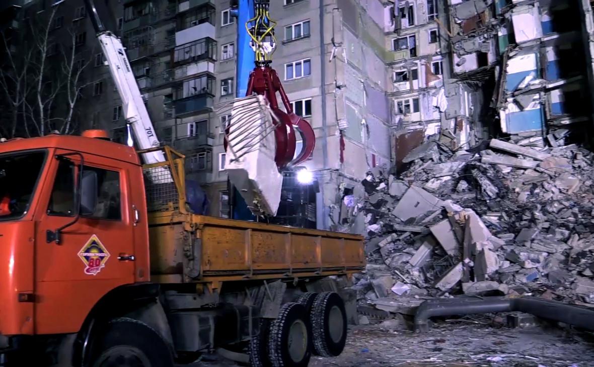 Поисково-спасательные работы на месте обрушения дома в Магнитогорске