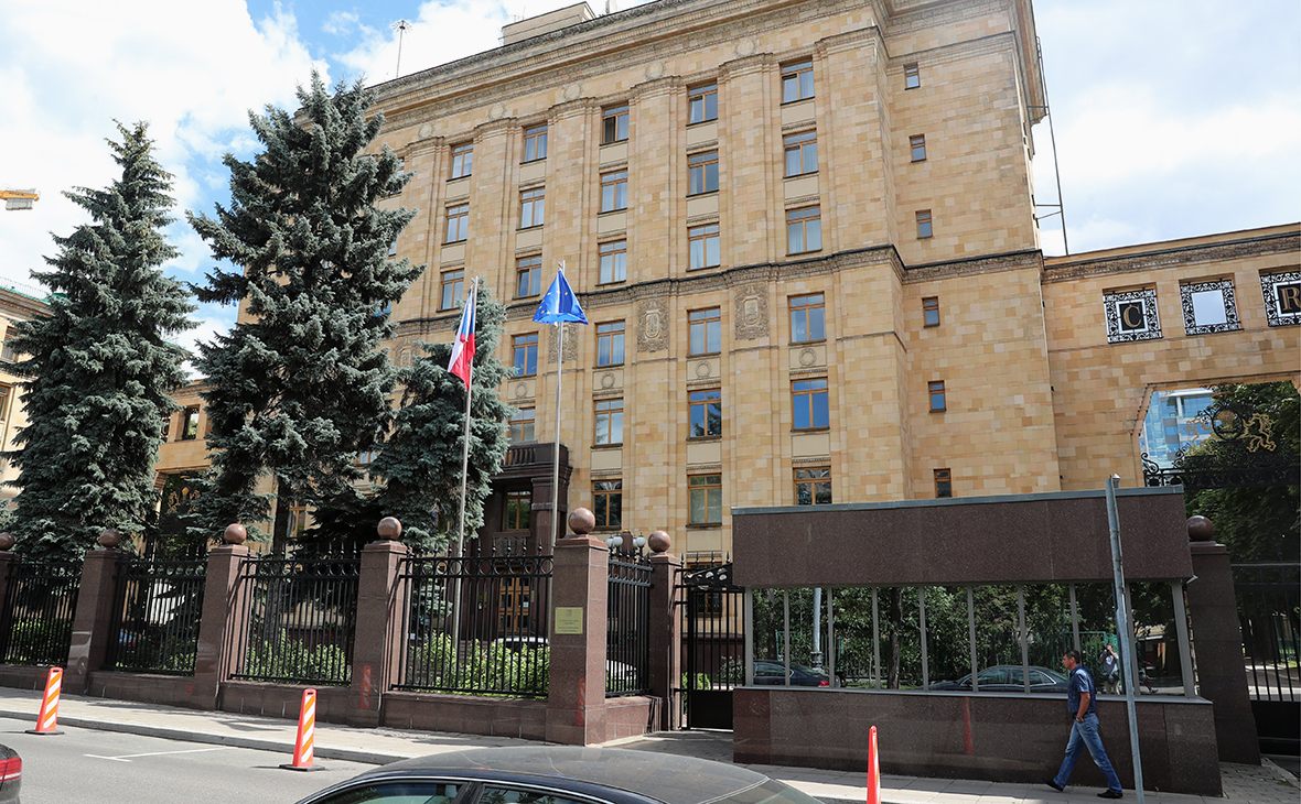 Чехия отправит агентов службы безопасности для защиты дипломатов в Москве