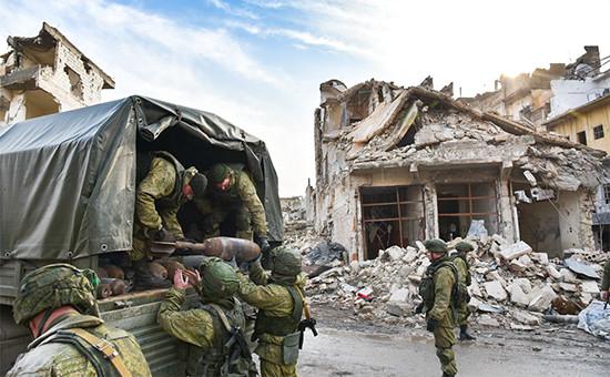 Российские военные вовремя разминирования восточных районов Алеппо вСирии