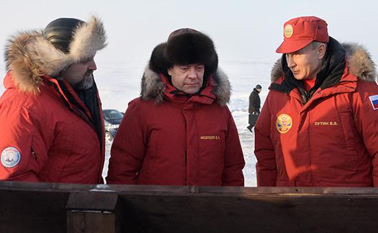 Владимир Путин иДмитрий Медведев в бухте Северная наострове Земля Александры