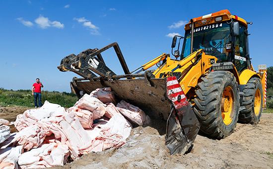 Уничтожение санкционного польского сала в Калининградской области