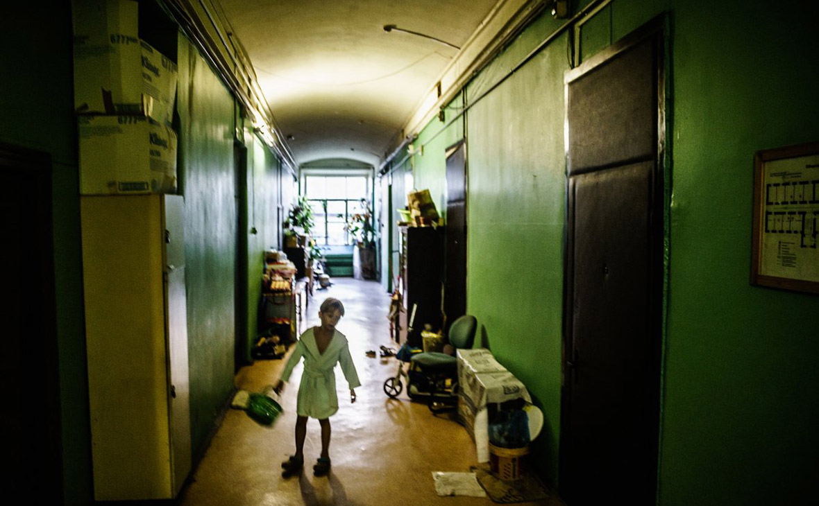 Четверть детей в России оказались за чертой бедности Как они попадают в «ловушку нищеты» и чем это опасно для общества