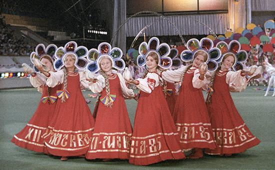 Источник, близкий к Росмолодежи, признает, что денег на фестиваль до сих пор нет, а сумма, которая требуется на организацию мероприятия, может достигать «несколько миллиардов рублей»