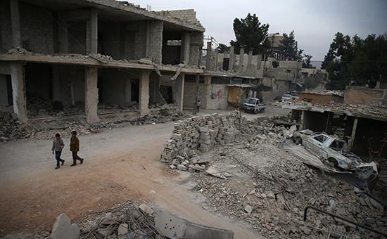 Дети наулице разрушенного города. 13 ноября 2016 года