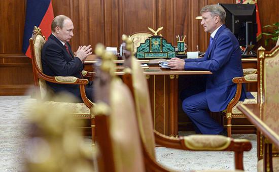 Президент России Владимир Путин и председатель правления Сбербанка РФ Герман Грефво время встречи в резиденции Ново-Огарево