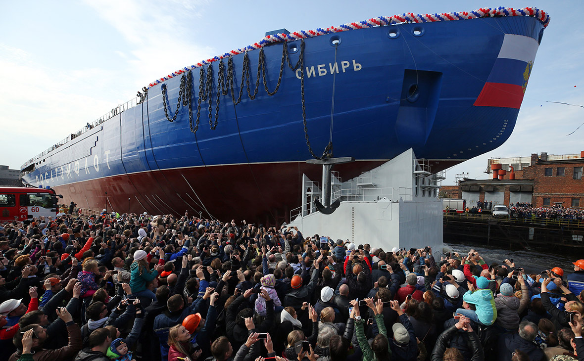 Спуск на воду первого серийного атомного ледокола «Сибирь» проекта 22220 в Санкт-Петербурге