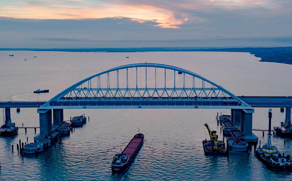 FT сообщила о проблемах украинских портов из-за Крымского моста