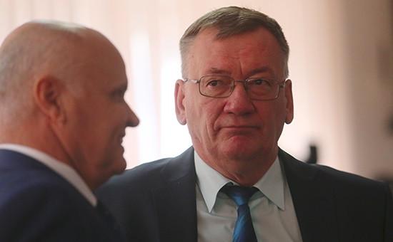 Николай Сатаев (справа)