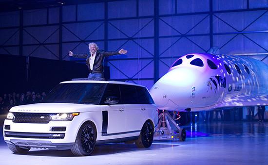 Презентациякосмического корабляSpaceShipTwo. На фото глава компании Virgin GalacticРичард Брэнсон