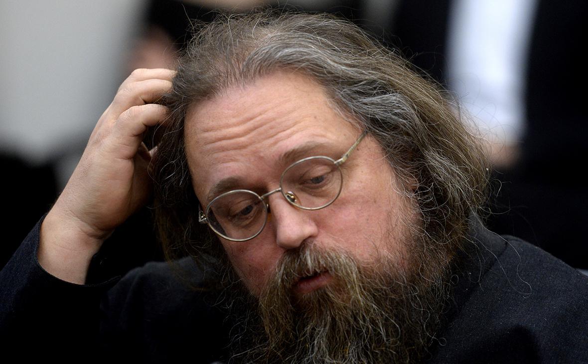 Патриарх запретил Кураеву служить в церкви из-за «оскорблений» в блоге
