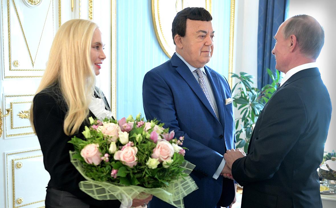 Владимир Путин (справа) и Иосиф Кобзон с супругой Нинель
