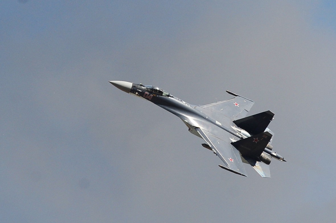 Истребитель-бомбардировщик Су-27. Август 2015 года