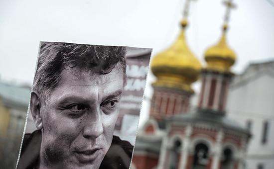 Портрет Бориса Немцова на траурном марше памяти политика