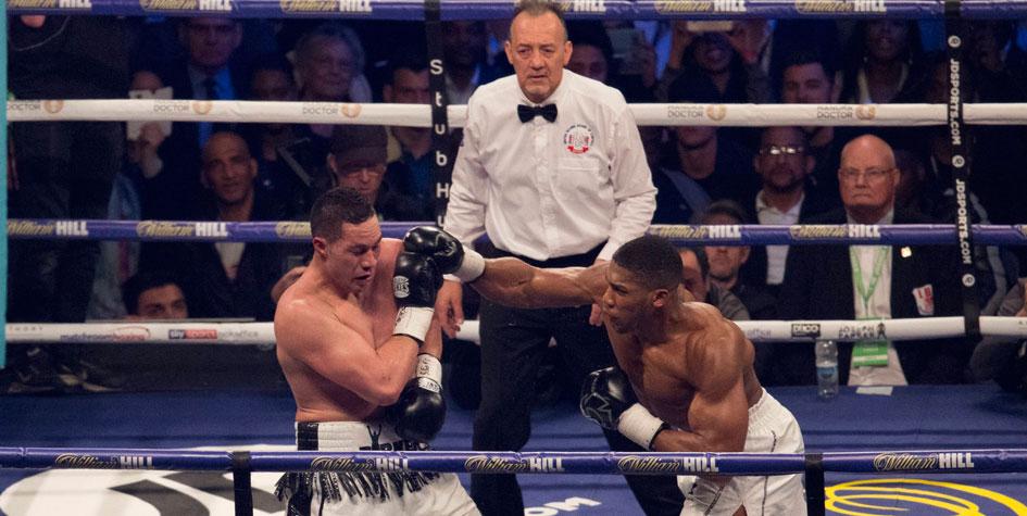Боксер Энтони Джошуа выиграл четвертый чемпионский пояс