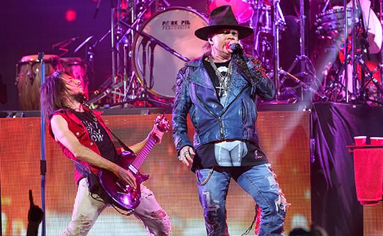 Солист Guns'n'Roses Эксл Роуз насцене Revolver Golden Gods Award Show вЛос-Анджелесе, 2014 год
