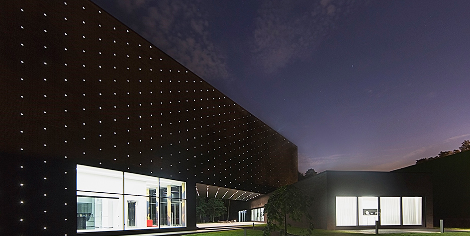 Один изсамых ярких подмосковных домов встиле хай-тек—он продается за$30 млн