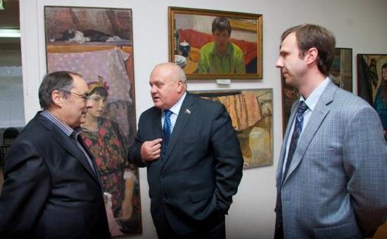 Михаил Бузин (в центре)