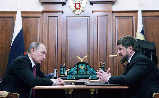 Президент России Владимир Путин иглава Чечни Рамзан Кадыров (слева направо) вовремя встречи вКремле